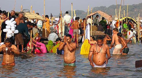 Fest abgerundete indische Titten